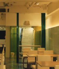 ダークグリーンの造作柱の画像